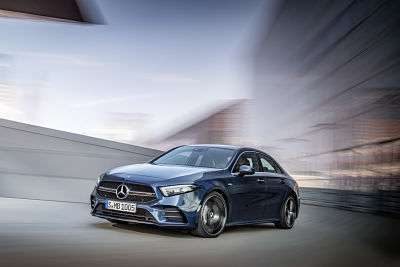 Mercedes-AMG A 35 4MATIC Limousine, denimblau;Kraftstoffverbrauch kombiniert 7,3-7,2 l/100 km; CO2-Emissionen kombiniert 167-164 g/km*  Mercedes-AMG A 35 4MATIC Saloon, denim blue;Combined fuel consumption 7.3-7.2 l/100 km; combined CO2 emissions 167-164 g/km*