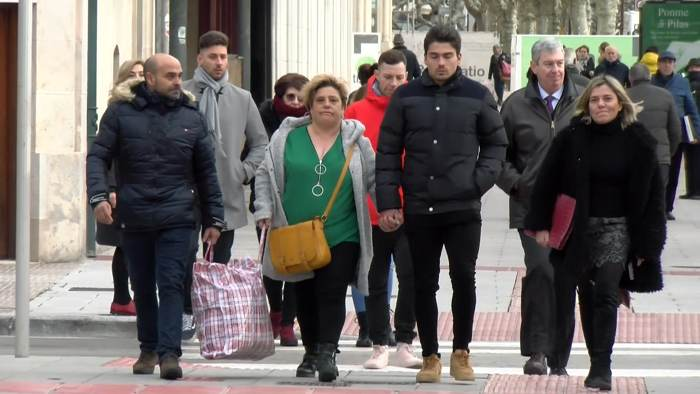 Jugadores Arandina y familia llegando al Juzgado