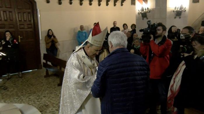 Fidel Herráez recibe la Cátedra de San Pedro en nombre de la Fundación de la Catedral