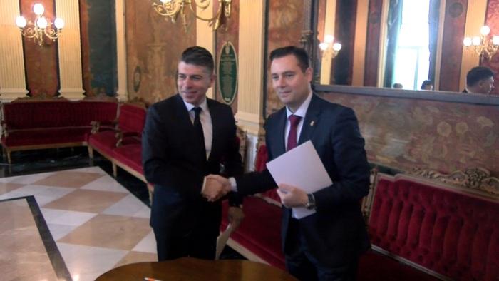 Firma Acuerdo Presupuestos PSOE Ciudadanos Ayuntamiento Burgos Daniel de la Rosa Vicente Marañon (Febrero 2020)