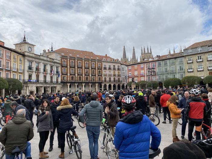 Concentración de bicicletas en la plaza Mayor