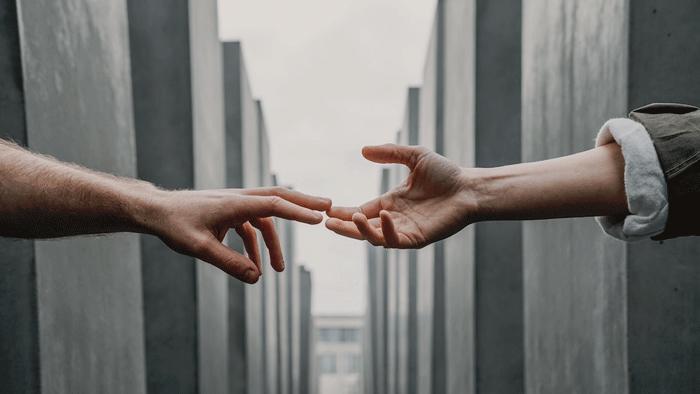 Manos,-balcones,-ayuda-comunitaria,-vecinos