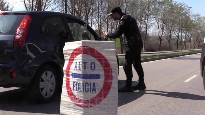 Control Trafico Coches Coronavirus Policia Nacional Unidad de Prevención y Reacción Avenida Caja Círculo Cementerio (Marzo 2020)