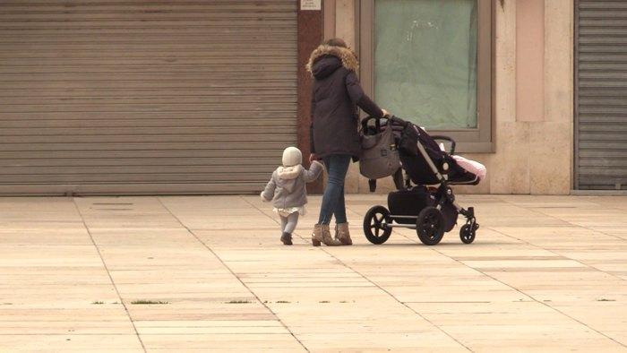 Padres Niños Paseos Cuarentena Estado de Alarma Coronavirus (Abril 2020)