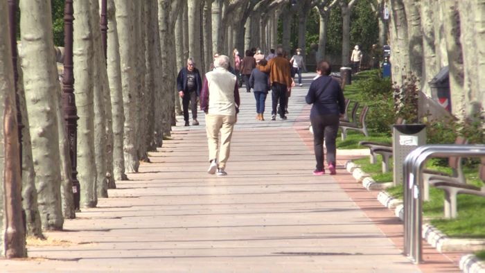 Gente Andando Paseo Estado Alarma Coronavirus (Mayo 2020)