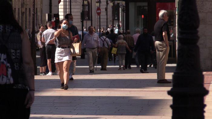 Gente Andando Mascarillas Nueva Normalidad (Junio 2020)