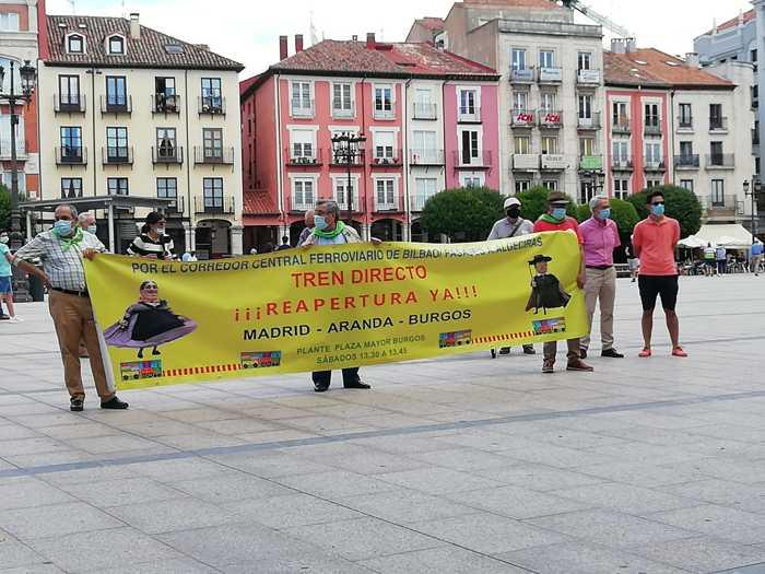 Manifestación a favor del tren directo plaza mayor de burgos dia 27 de junio de 2020
