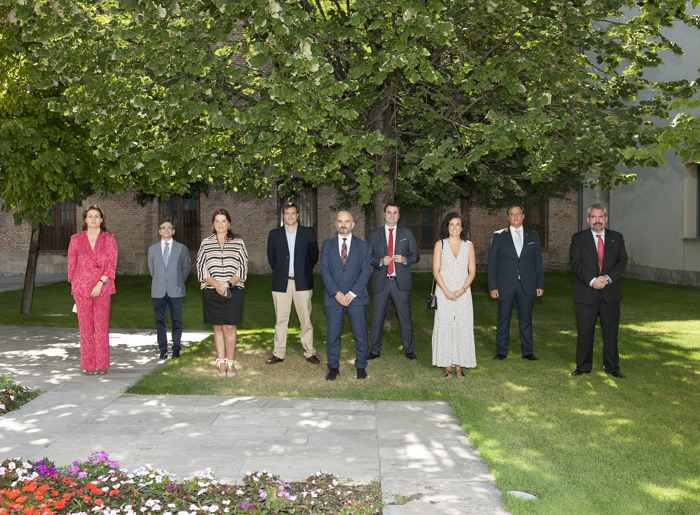 Foto de familia de los presidentes de los 9 Colegios Oficiales de Farmacéuticos de Castilla y León