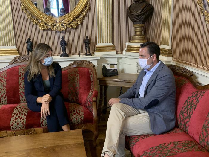 Carolina Blasco, portavoz del Grupo Municipal del PP, y Daniel de la Rosa, alcalde de Burgos
