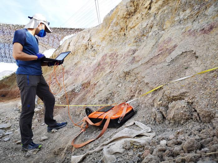 Georradar en el yacimeinto de fósiles de dinosaurios de Torrelara