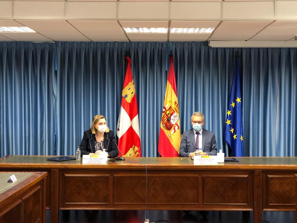 El delegado del Gobierno en Castilla y León, Javier Izquierdo y la consejera de Familia e Igualdad de Oportunidades, Isabel Blanco Llama