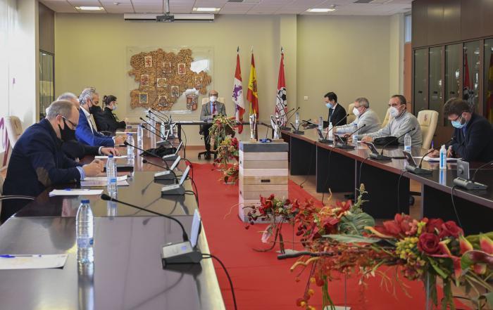 Reunión del consejero de Cultura, Javier Ortega, con AFEDECYL