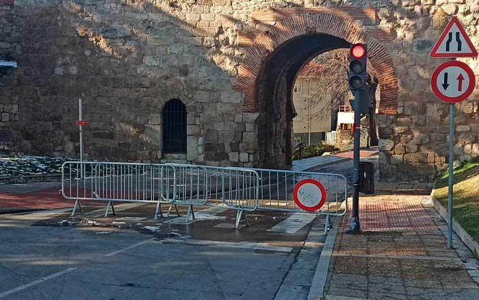 Arco-Santa-Águeda-Cortado-Al-Tráfico-2