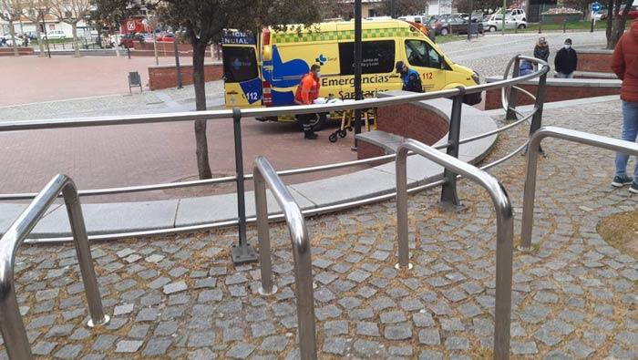 Caída de una niña en la plaza del Solar del Cid - FOTO: Ana Olga