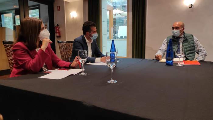 Reunión Tudanca Peña y Fernando de la Varga Hostelería PSOE