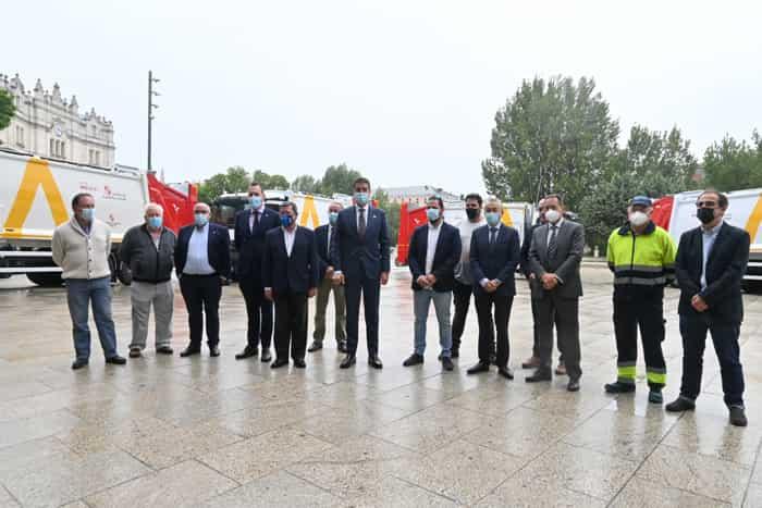El Consejero de la Presidencia y el Presidente de la Diputación, junto a los representantes de diferentes mancomunidades