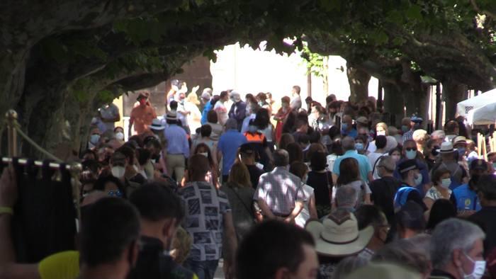 Público en el Espolón coincidiendo con los actos centrales del VIII Centenario de este martes 20