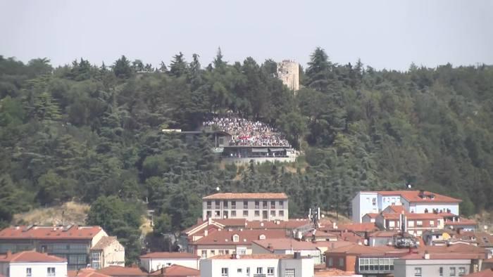 Aglomeración de personas en el Mirador del Castillo