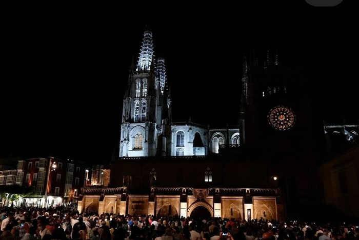 Plaza del Rey San Fernando en un acto del VIII Centenario