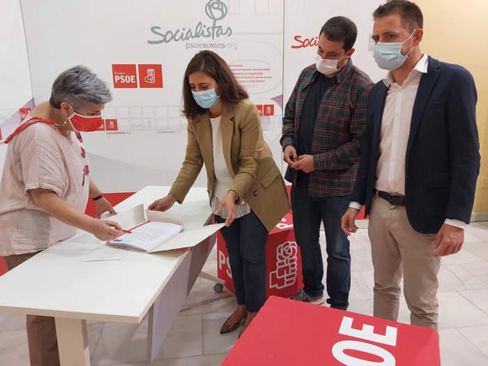 Esther Peña entrega avales PSOE