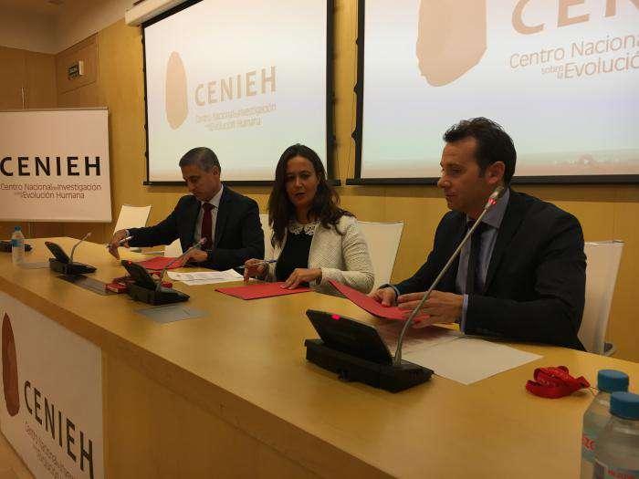 Rafael Barbero, María Martinón Torres y Alberto Navarro