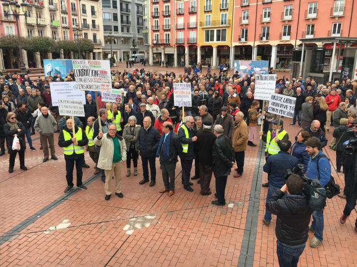 Concentración de pensionistas en la plaza Mayor Abril 2018