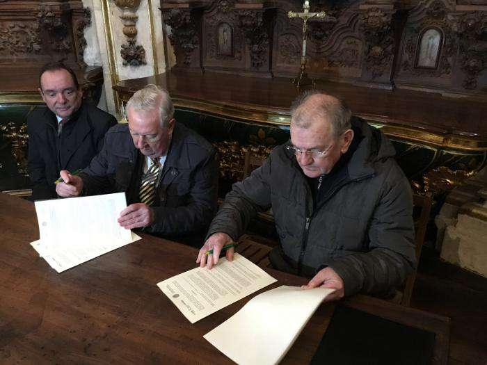 Pablo González y Pedro García Romera en el momento de la firma del convenio