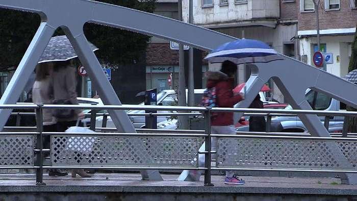 Gente Andando Dia Lluvia Frio (Noviembre 2018)