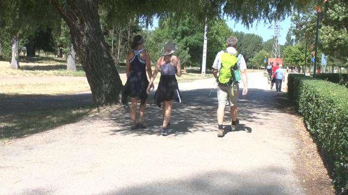 Gente andando, calor, Fuentes Blancas 2