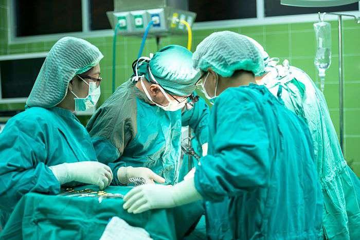 Médicos, cirugía, hospital_opt