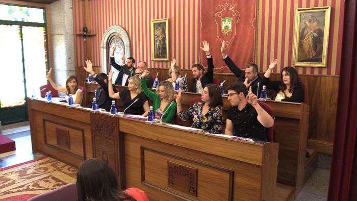 PSOE y Podemos votando pleno