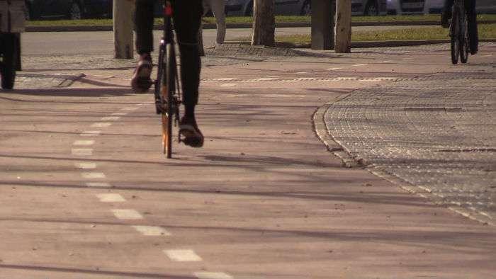 carril bici, gente andando bici_opt